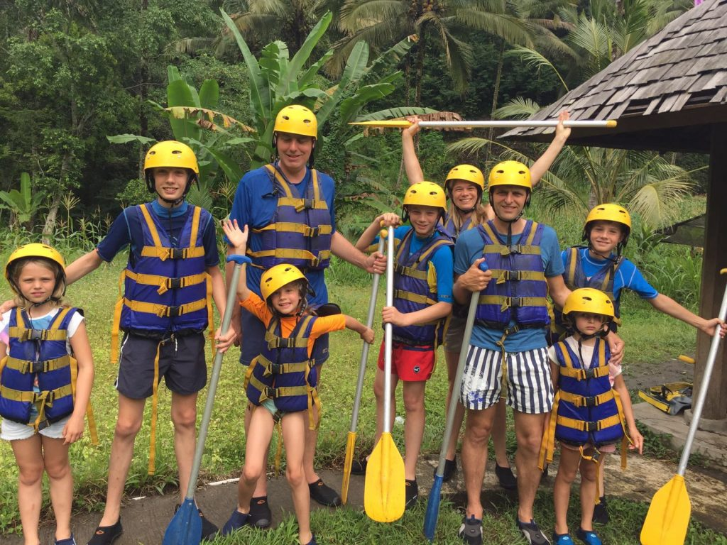 Group photo Dutch family rafting East-Bali