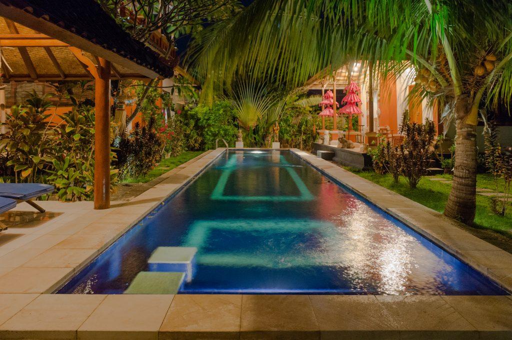 Swimmingpool by night Sinar Cinta Bali