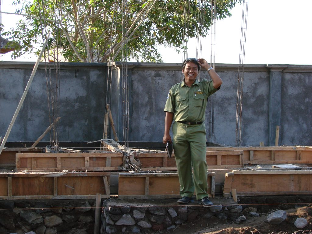 Architect Weda Asmara at the building site of Villa Sinar Cint